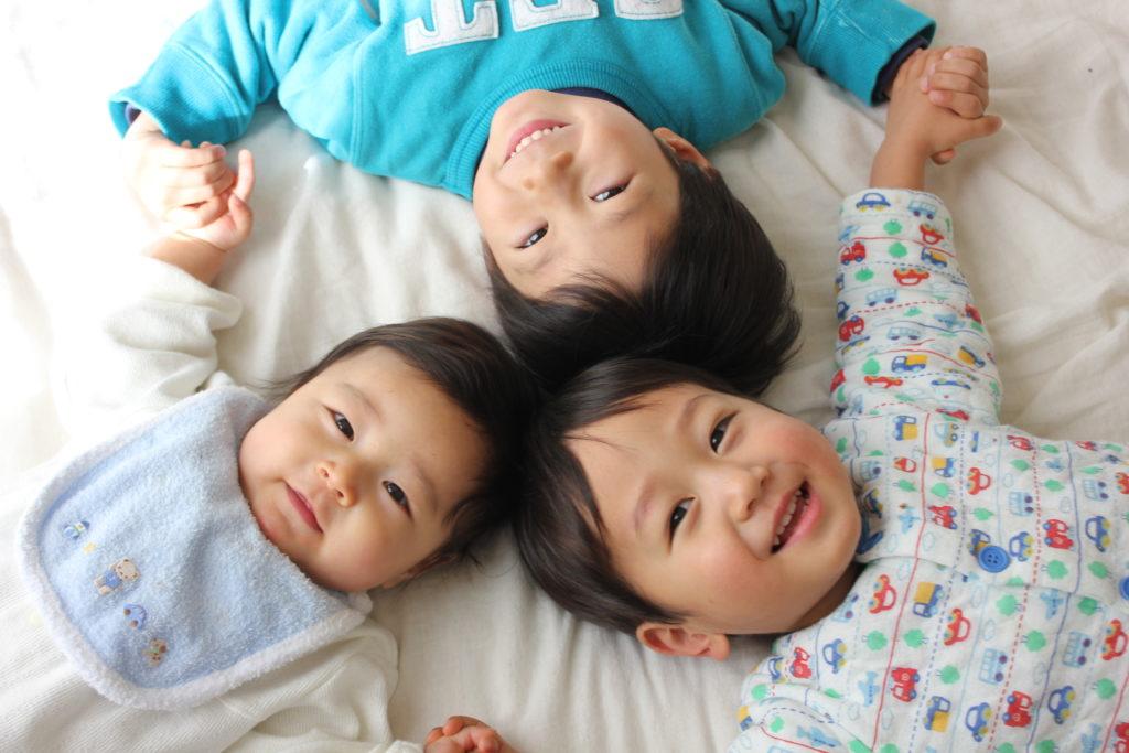 3人の幼い子供
